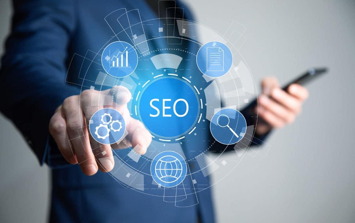 Posiciónate entre las páginas web para empresas más visitadas con SEO y Benchmarking